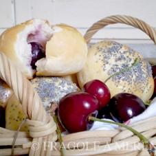 Panini morbidi alle ciliegie