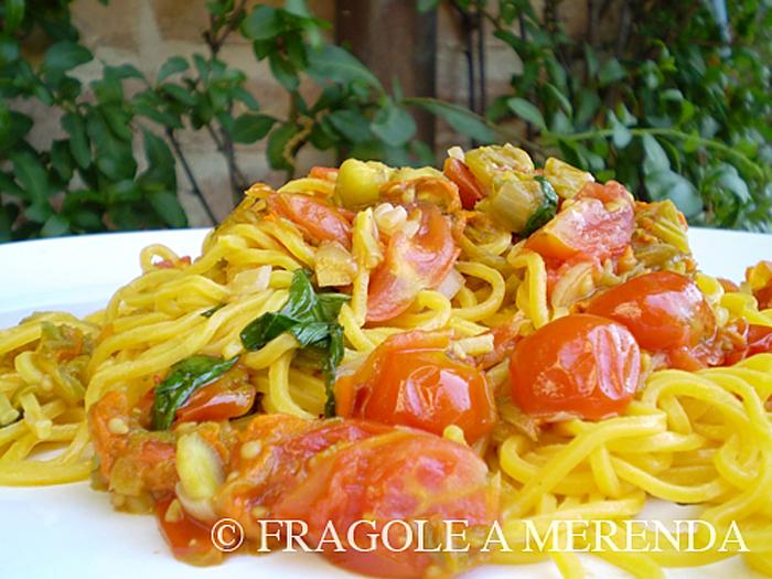 Pasta ai fiori di zucca, pomodorini e basilico, by FRAGOLE A MERENDA