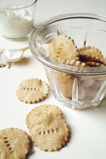 Crackers di farro ai semi di papavero