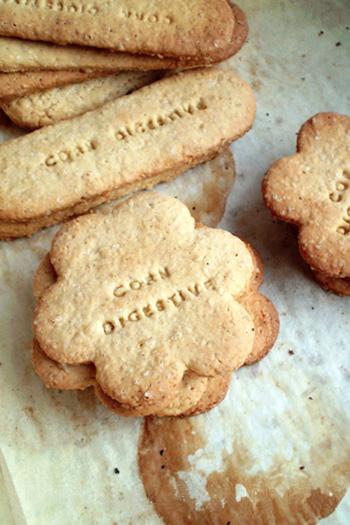 Corn digestive biscuits: biscotti digestives con farina di mais